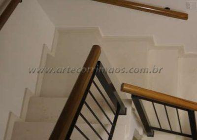 escada guarda corpo de ferro maciço com madeira cumaru