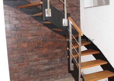 escada interna de ferro e madeira modelo u