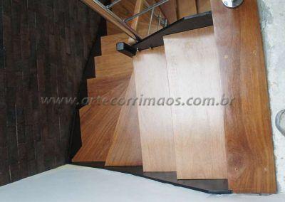 escada-por-cima-de-ferro-e-madeira-modelo-u
