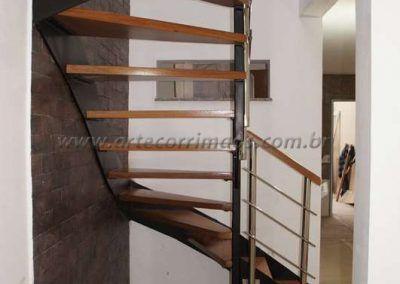 escada sobrado em ferro e madeira modelo u