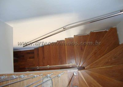 fechamento de escada com cabo de aço