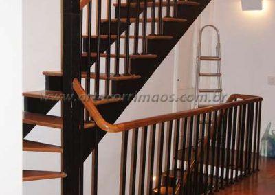 guarda corpo de ferro maciço com madeira cumaru curva