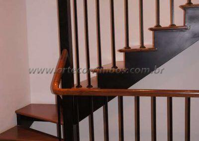 guarda corpo de ferro maciço com madeira cumaru curvo