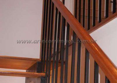 guarda corpo de ferro maciço com madeira cumaru escada