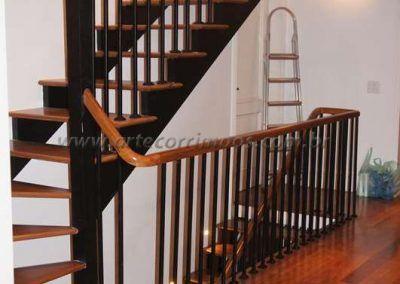 guarda corpo de ferro maciço com madeira cumaru escada interna