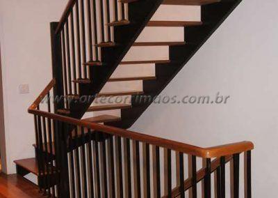 guarda corpo escada ferro de ferro maciço com madeira cumaru