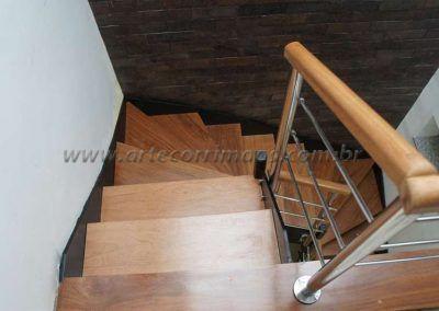 vista de cima escada de ferro e madeira modelo u