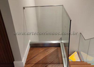 GUARDA CORPO VIDRO BOTÃO INOX PERFIL AÇO INOX EM CIMA 4
